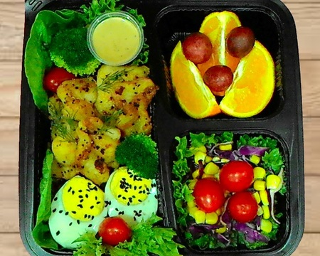 Small s3.grilled dory with salads   fruit combo