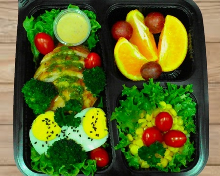 Small s6.grilled pesto chicken with salads   fruit combo