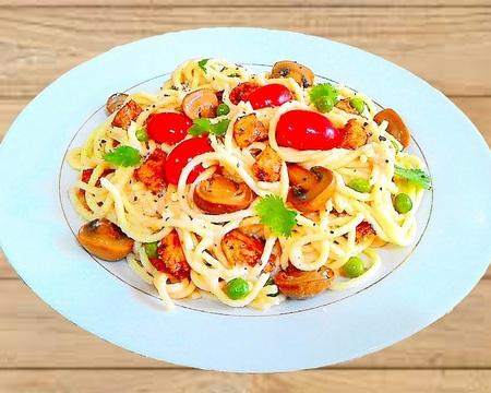 Small p7. healthy creamy spaghetti carbonara chicken