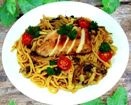 Small p9.spaghetti aglio olio with chicken