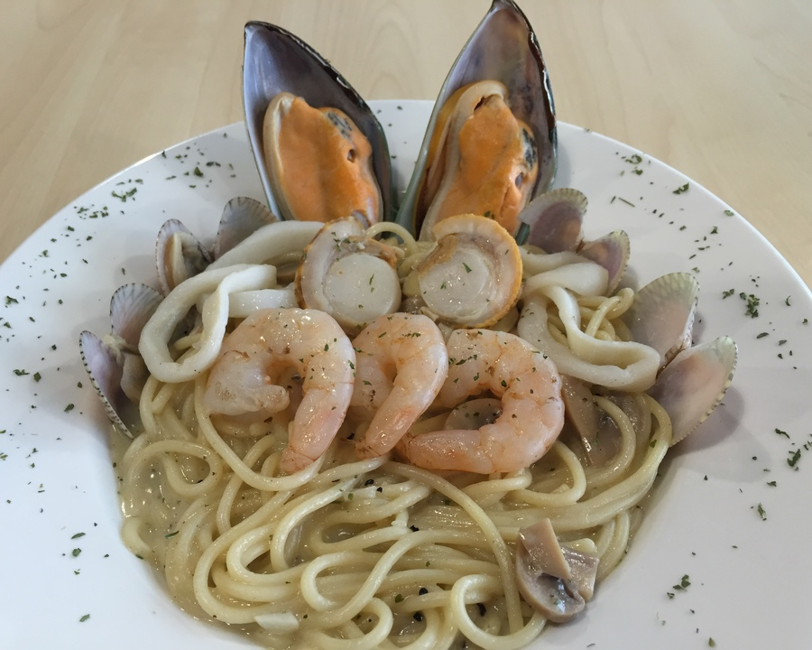 Medium cabonara seafood  2